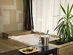 Luxurious and elegant hotelroom with jacuzzi in Hotel Residence Ozon