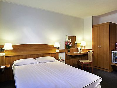 Discount Mercure Buda Hotel near the South Railway Station, close to Szell Kalman Square